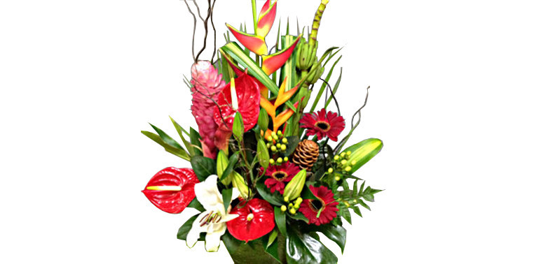 fleuriste subjugue par l'art de créer une composition florale ♥