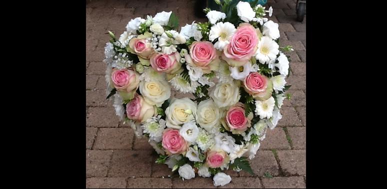 Mobile web page fleuriste deuil pornichet parfum de fleurs - Coeur en fleurs naturelles ...