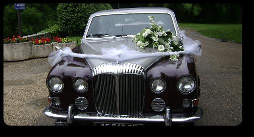 fleurir la voiture des mari u00e9s pour souhaiter bonne chance